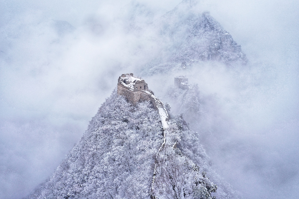 Spring snow covers the Great Wall