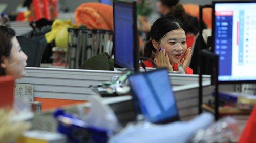 Debate erupts over China's '996' work schedule