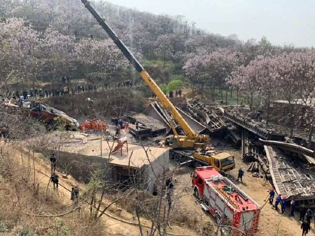 Freight train derailment kills four people in central China