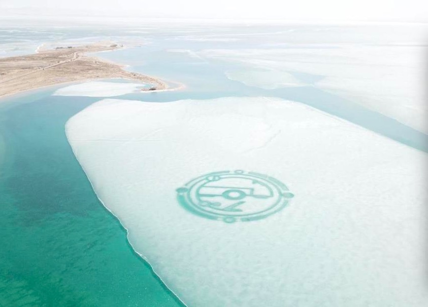 Mysterious totem-like pattern seen on icy lake in Qinghai