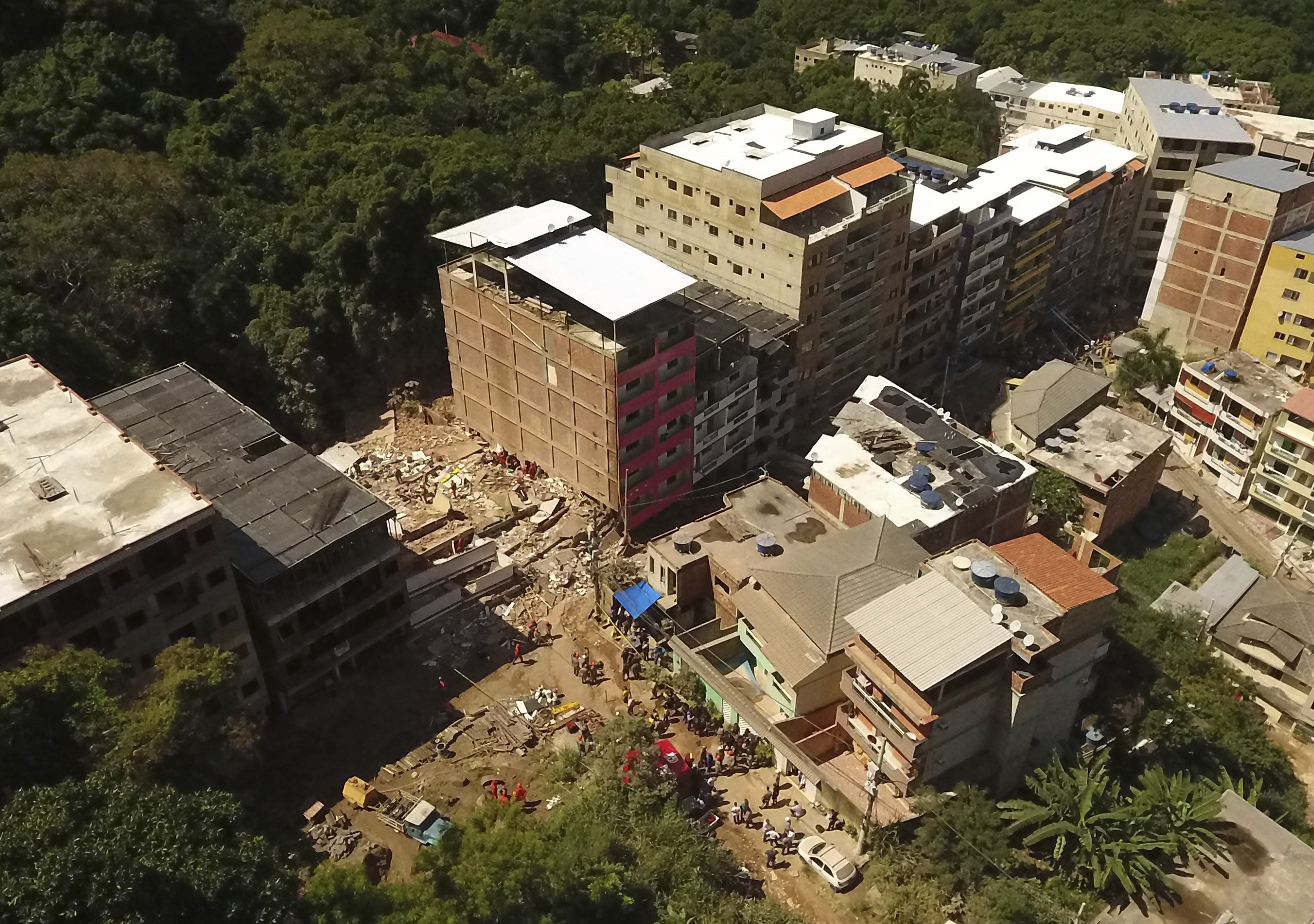 Death toll from Rio building collapse rises to 5