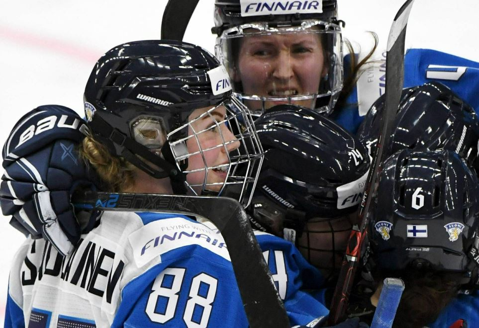 Finland upsets Canada 4-2 to reach gold-medal game at worlds