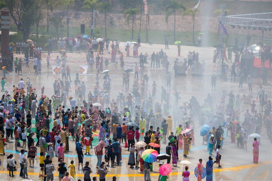 Annual Water Splashing Festival held in SW China's Yunnan