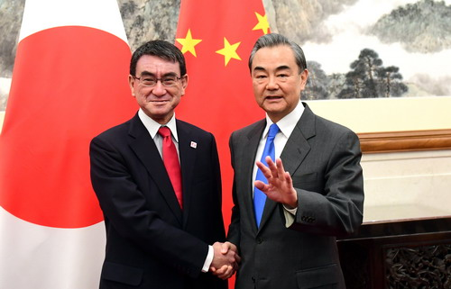 Chinese, Japanese foreign ministers hold talks in Beijing