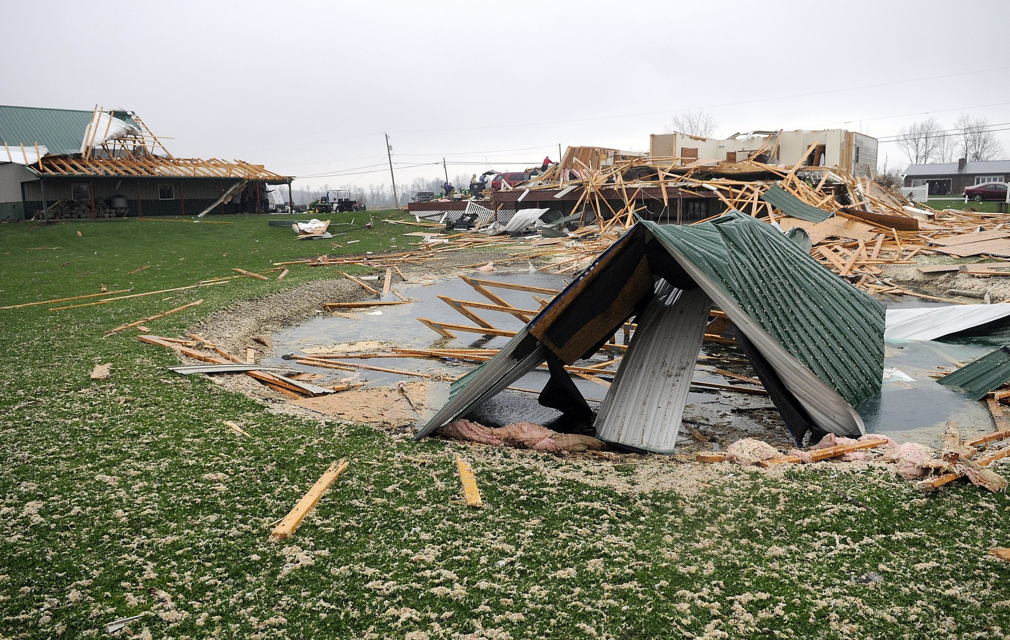US Midwest storms leave deaths, damage and injuries in their wake