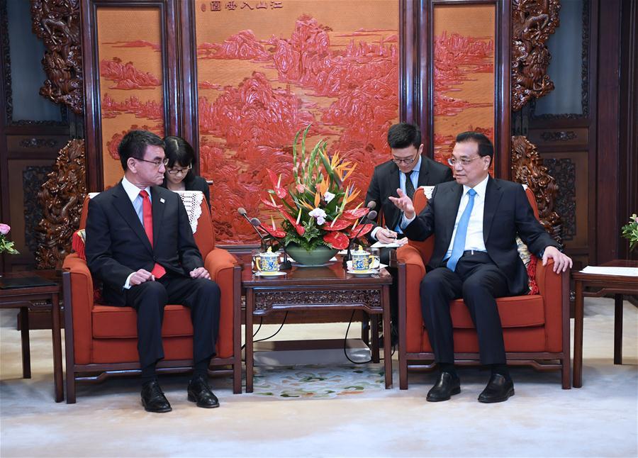 Premier Li meets Japanese officials