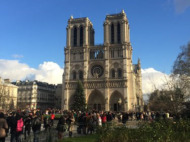 Chinese mourn the loss of Notre Dame Cathedral