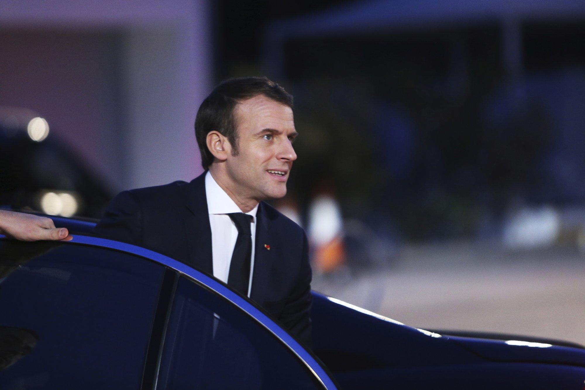 Macron pledges to respond to 'Yellow Vest' movement soon