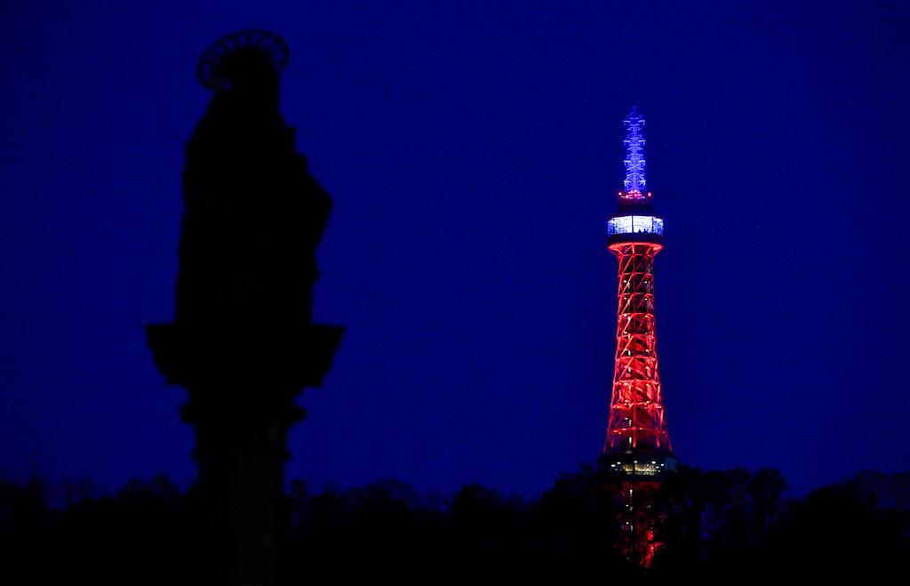 World landmarks show condolences for Notre-Dame