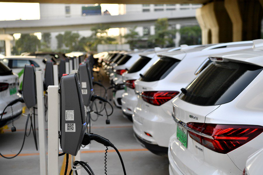 Booming electric vehicle industry leads Guangdong's green development