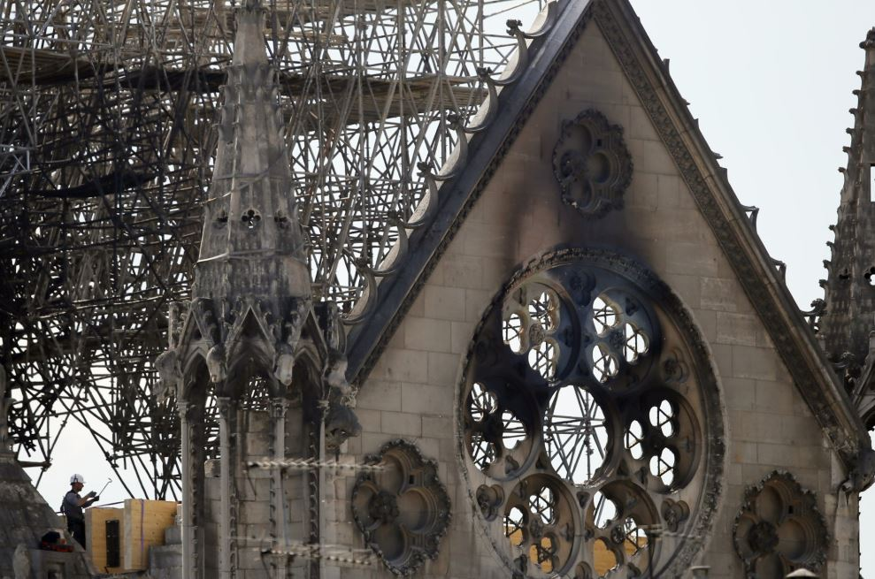 Notre Dame faced 'chain-reaction collapse' in fire