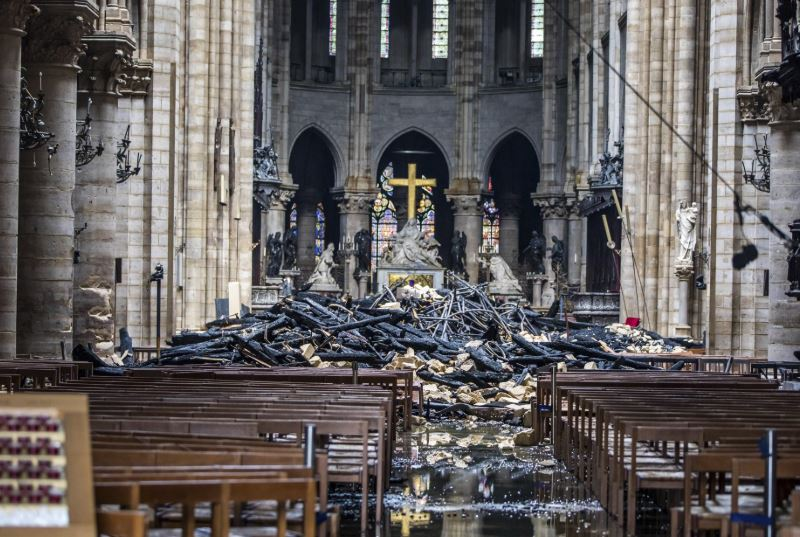 Bells across France toll to commemorate fire