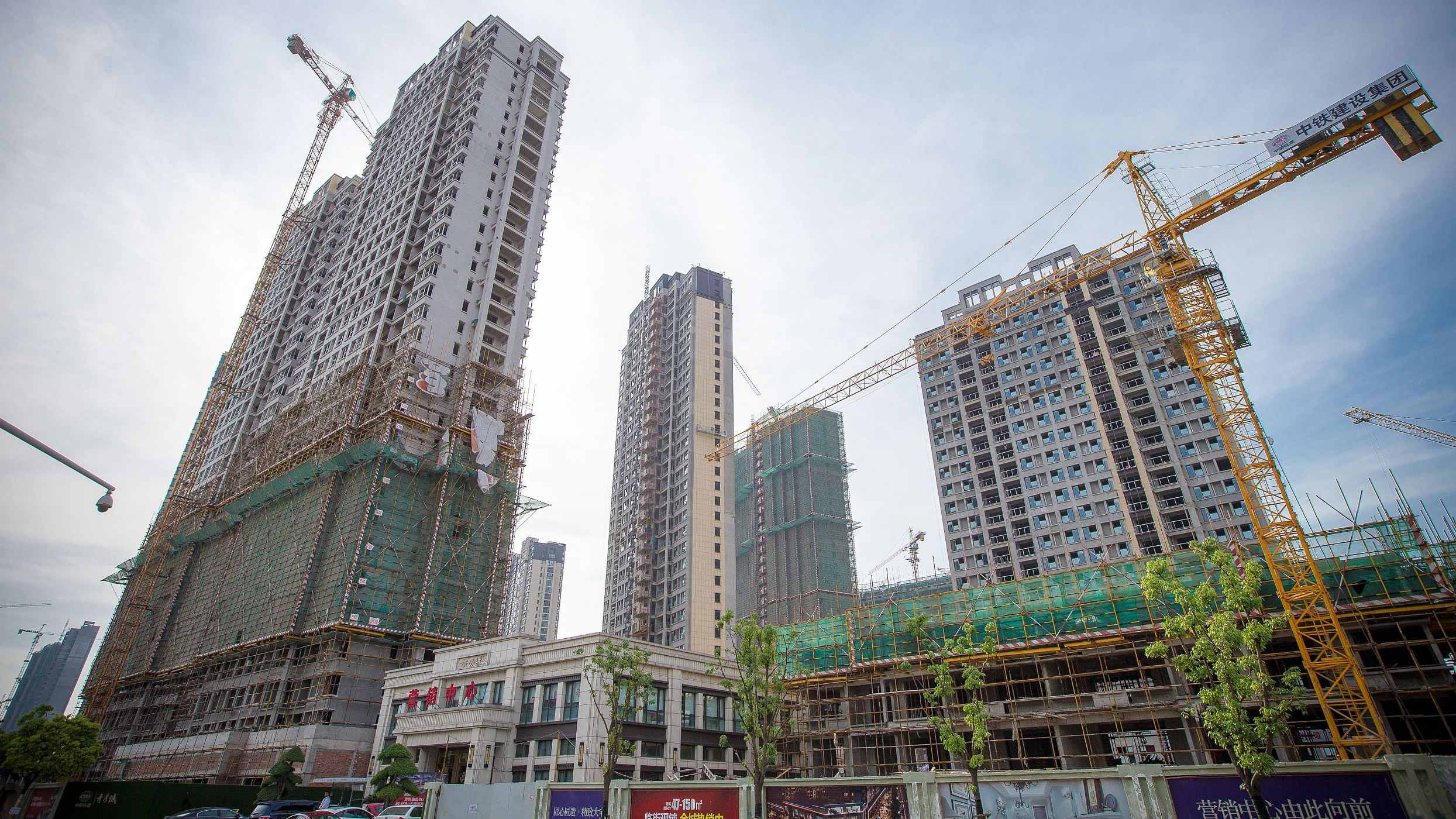 China's fixed-asset investment growth continues to pick up