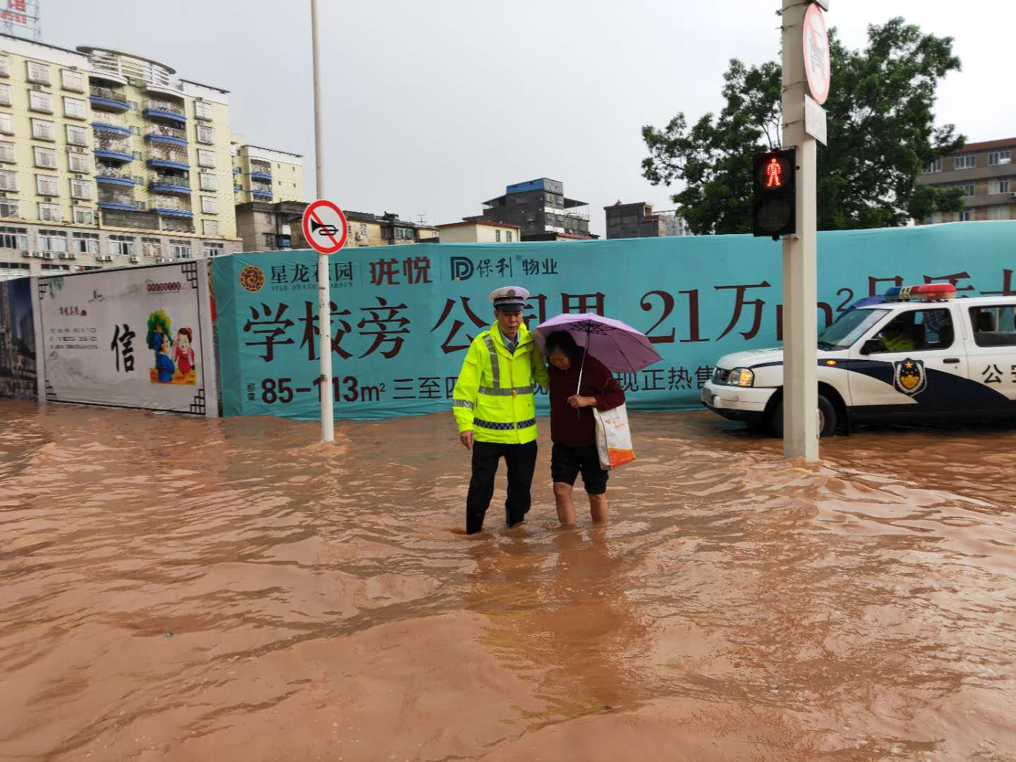 Torrential rains trouble traffic in Guangdong