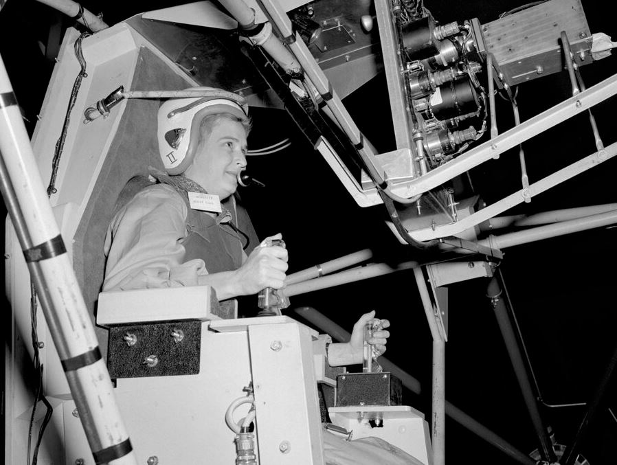 America's 1st female astronaut candidate, Jerrie Cobb, dies