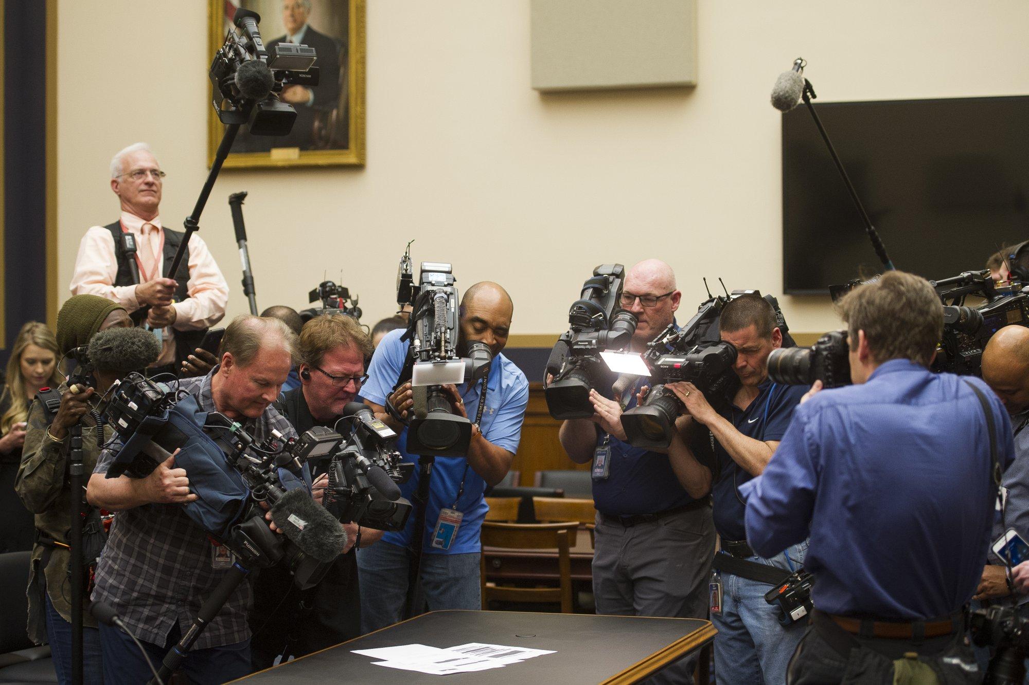 US House panel subpoenas full Mueller report