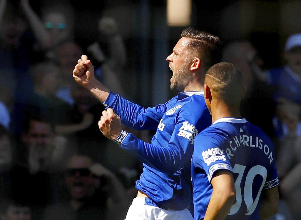 Solskjaer's latest setback as Everton crushes Man United 4-0