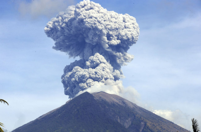 Volcano in Indonesia's Bali erupts, triggering rains of ashes