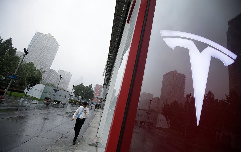 Tesla investigates vehicle igniting video: verification in process