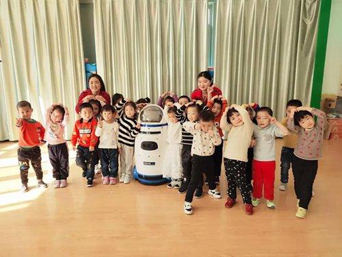 Xinjiang kindergarten employs robot teacher