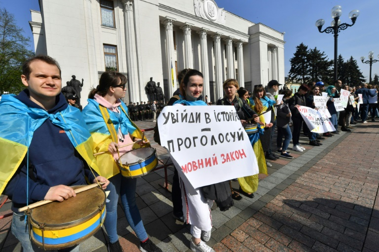 Kiev passes law strengthening Ukrainian language use