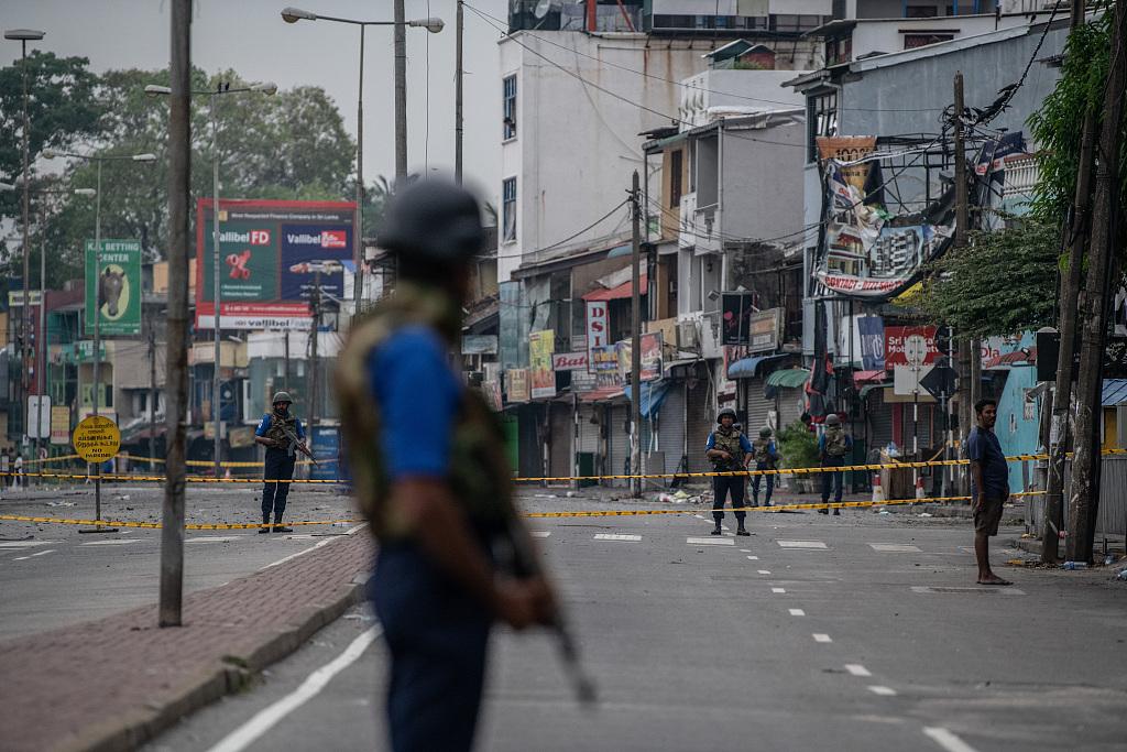 2 gunmen, 4 suspected suicide bombers killed in Sri Lanka's east
