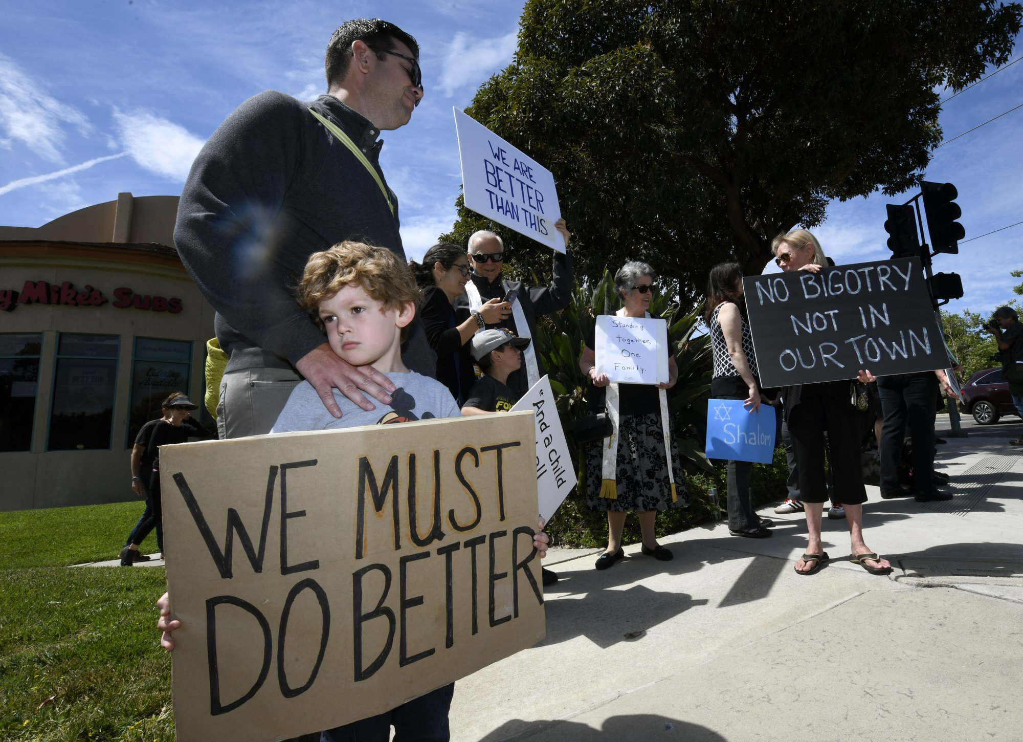Worshipper saved grandson in California synagogue attack