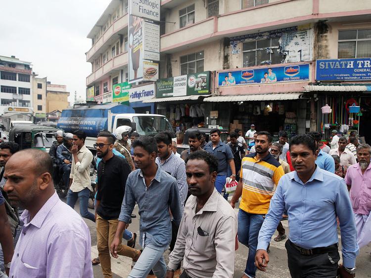 Sri Lankan president bans face-covering after Easter attacks