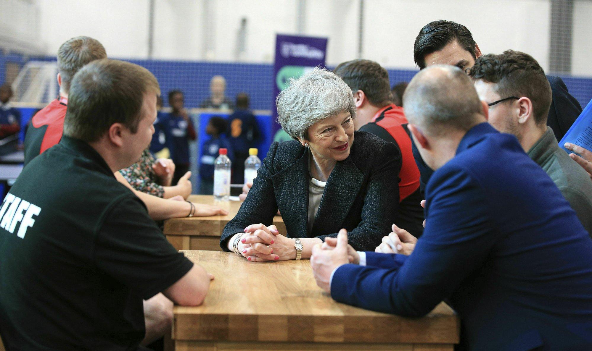 Faltering Brexit talks limp on amid UK political impasse