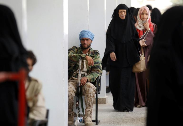 Amnesty condemns Yemen rebels' detention of journalists