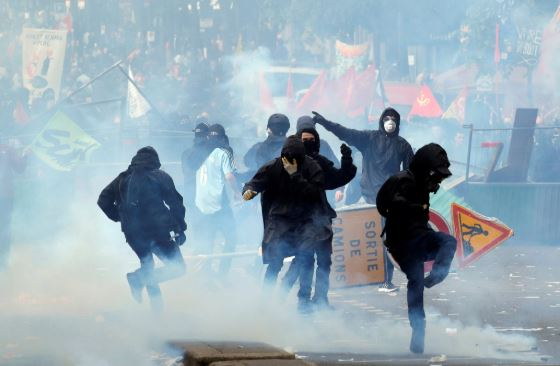 May Day rally turns violent in Paris