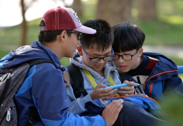 Jiangsu bans mobile phones in classrooms to protect children's eyesight