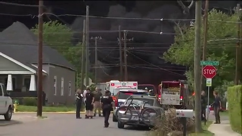 Homes evacuated near Tenn. recycling center fire