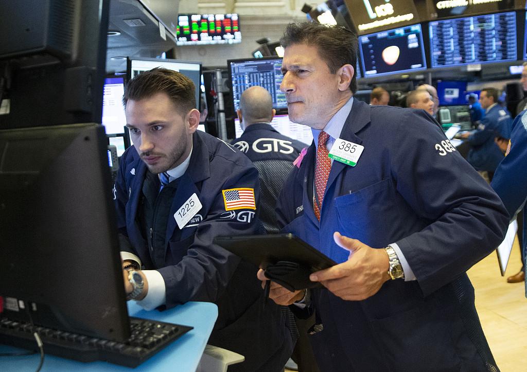 US stocks flat ahead of April jobs data