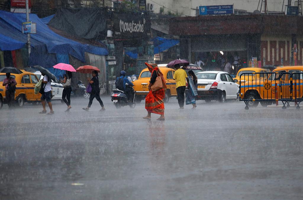 3 dead as cyclone Fani hits eastern India