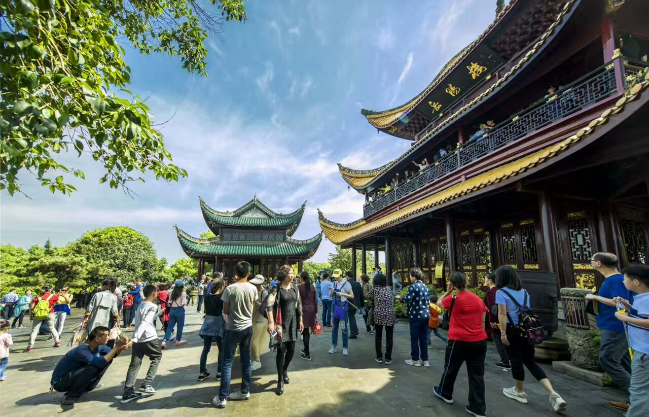 Tourists splurge in May Day Holiday