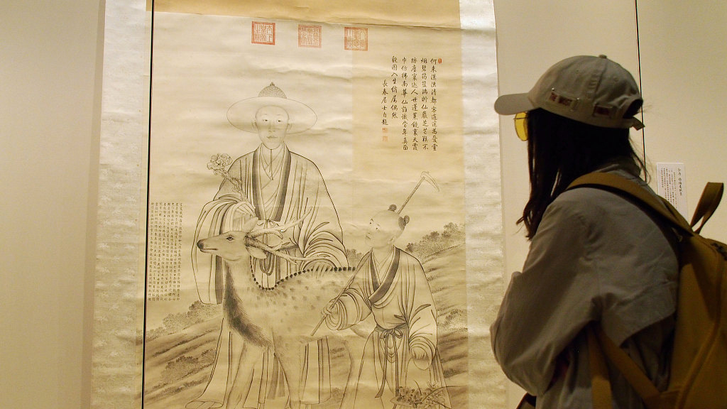 Palace Museum exhibits calligraphic works by Emperor Qianlong