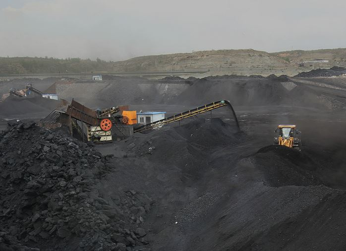 Nation plans to close more small coal mines over safety