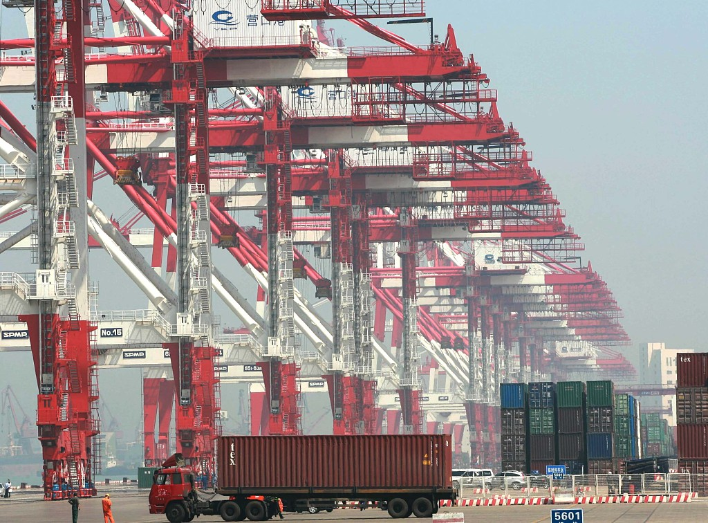 China's foreign trade up 4.3% in the first four months