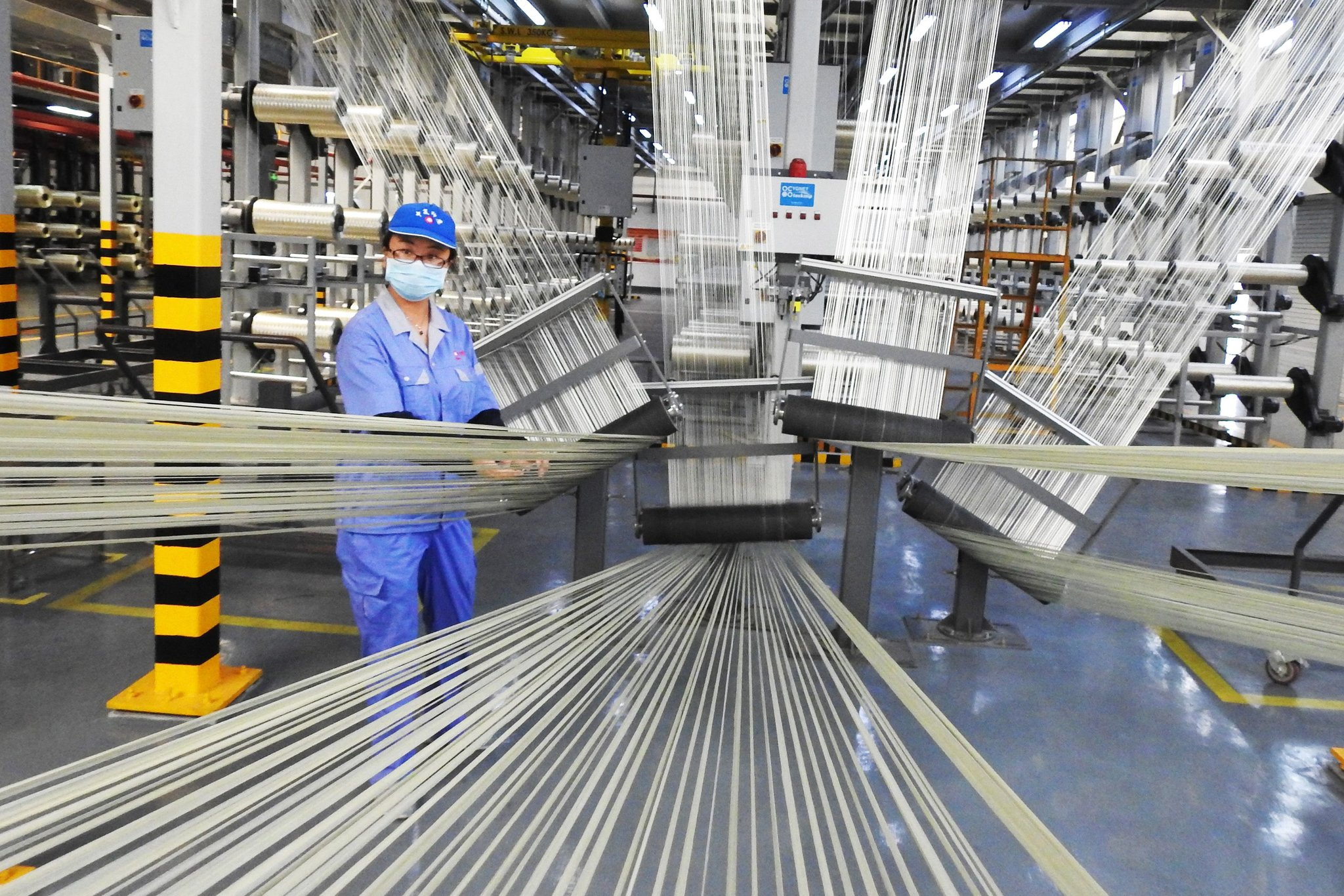 China's producer prices up 0.9 pct in April