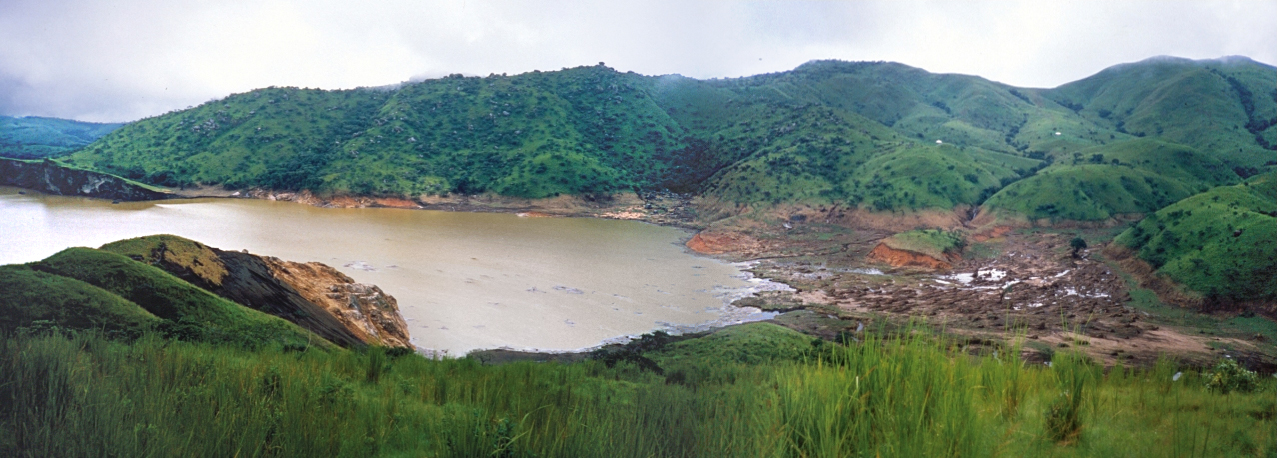 Lake Nyos as it appeared fewer than two weeks after the eruption; August 29, 1986..jpg