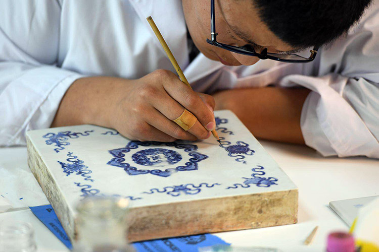 Project launched to restore damaged porcelain antiques from 19th century