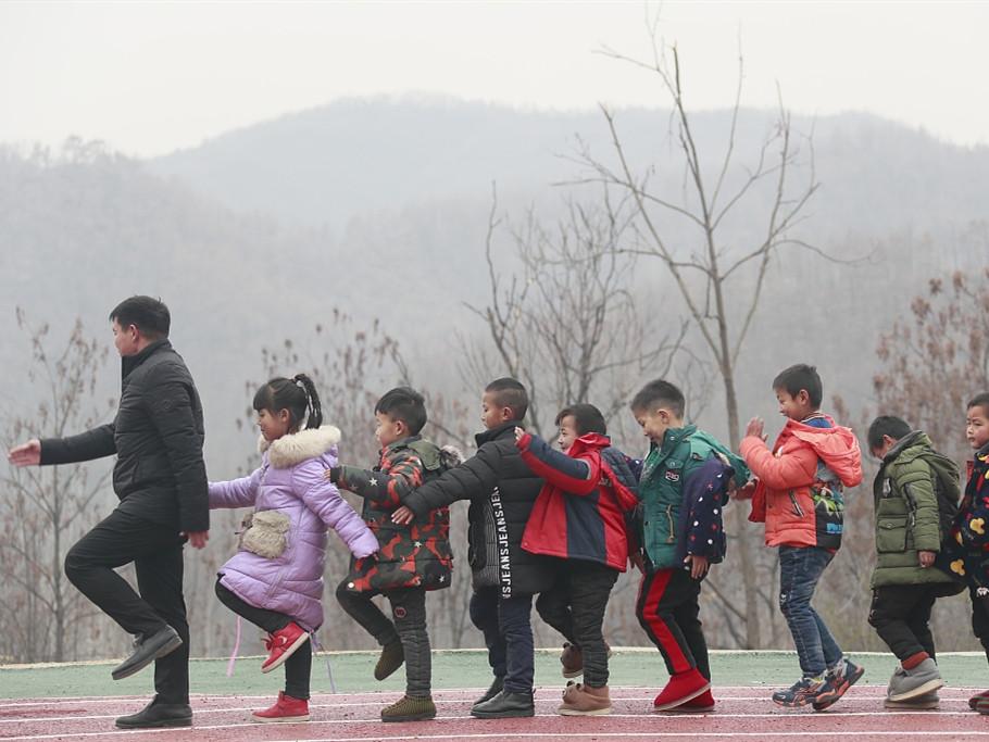 China allocates nearly 2 billion yuan for training of rural teachers
