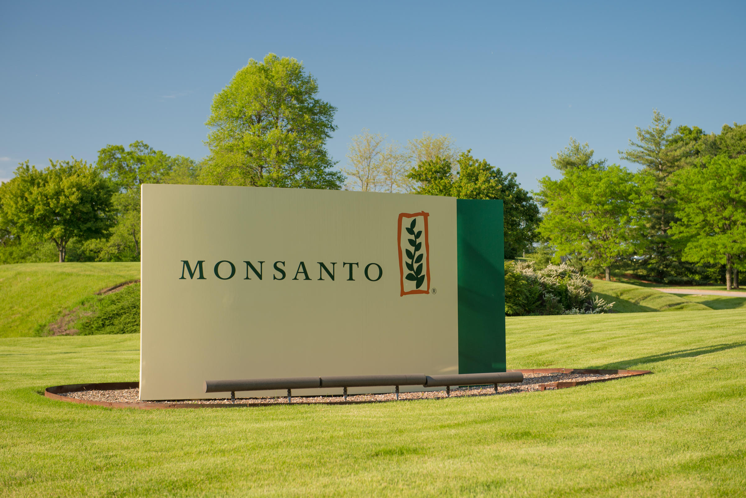 Jury: Monsanto to pay $2 billion in weed killer cancer case