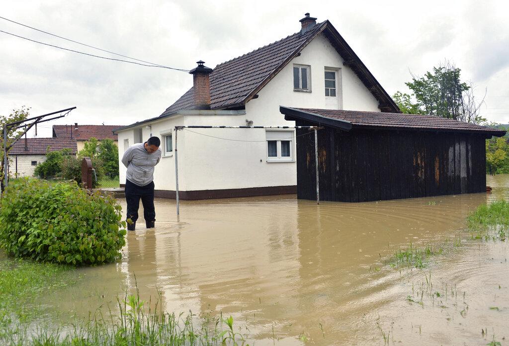 Floods hit Bosnia triggering alarm in Balkans
