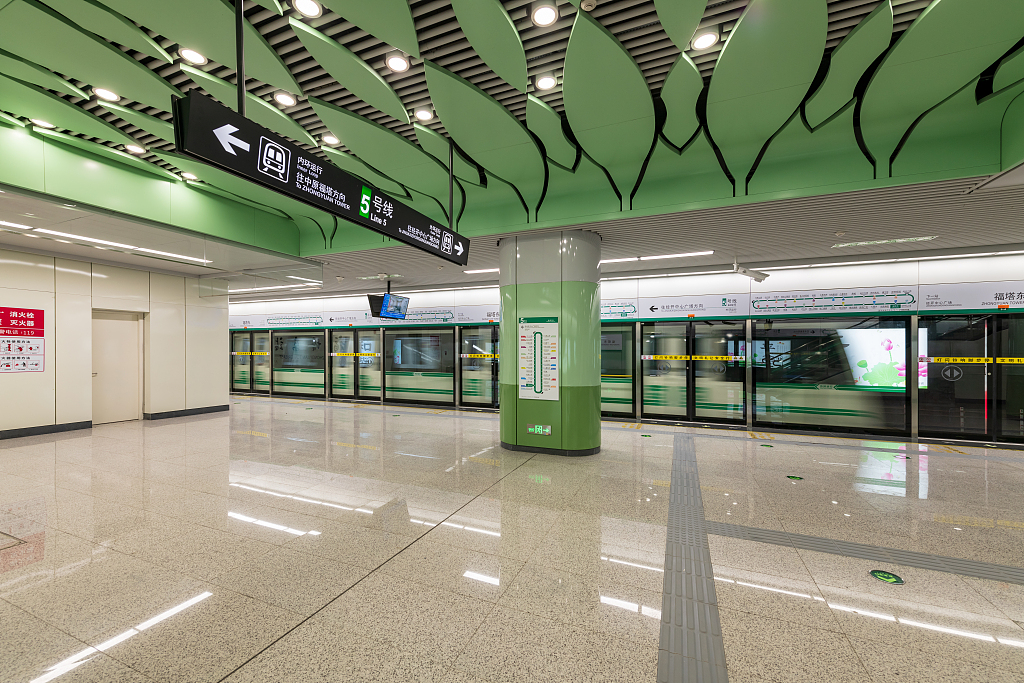 Eating, drinking on Beijing subway will affect personal credit record