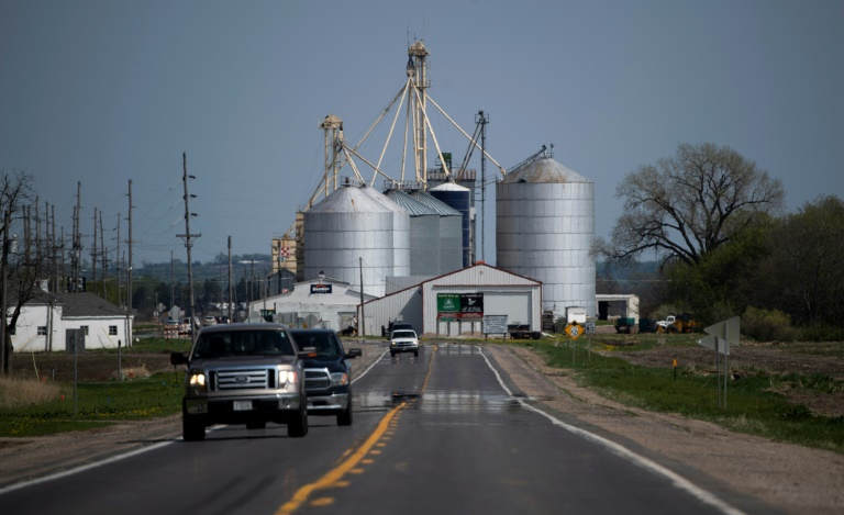Trapped US farmer cuts off own leg to save life