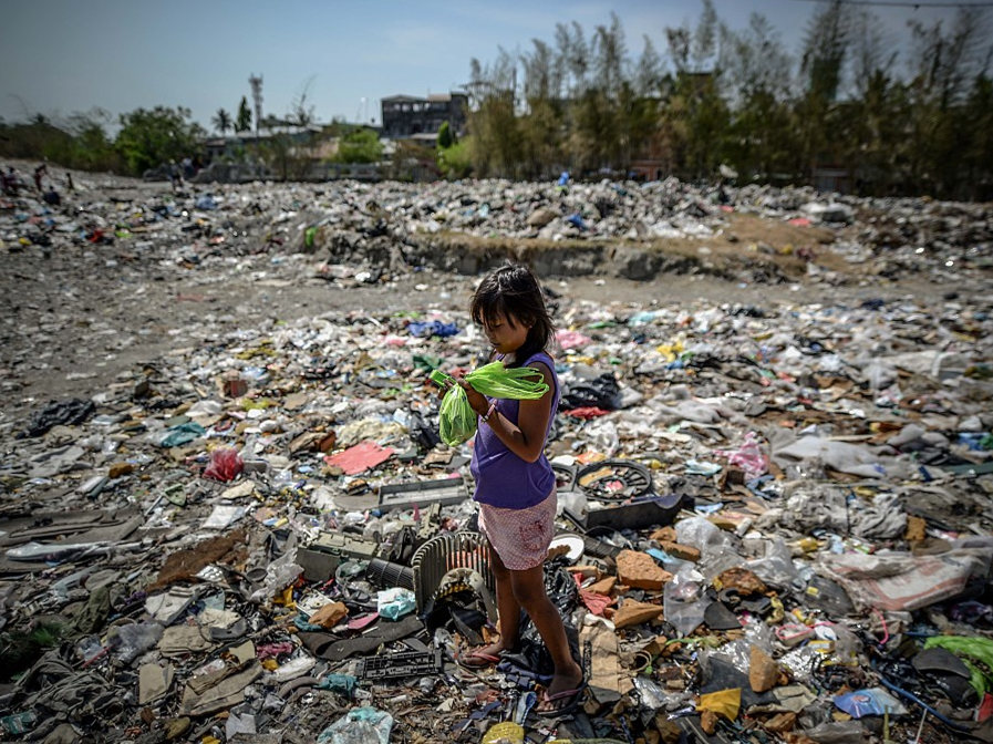 Philippines says envoy recalled over Canada trash row