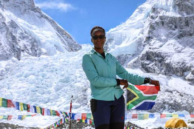 South African woman reaches the summit of Mt. Qomolangma