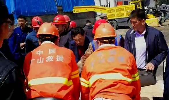 Flooded iron mine traps 8 miners in Heilongjiang